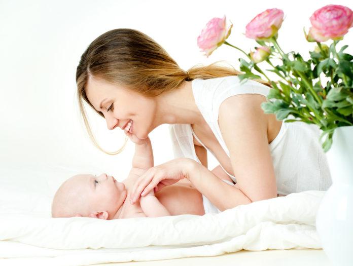Šta je taktilna stimulacija: Nježni dodiri koji pomažu rast i razvoj bebe (VIDEO)