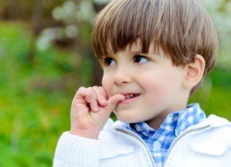 Grickanje noktiju kod djece: Evo kako se riješiti ove ružne navike mamaklik.com