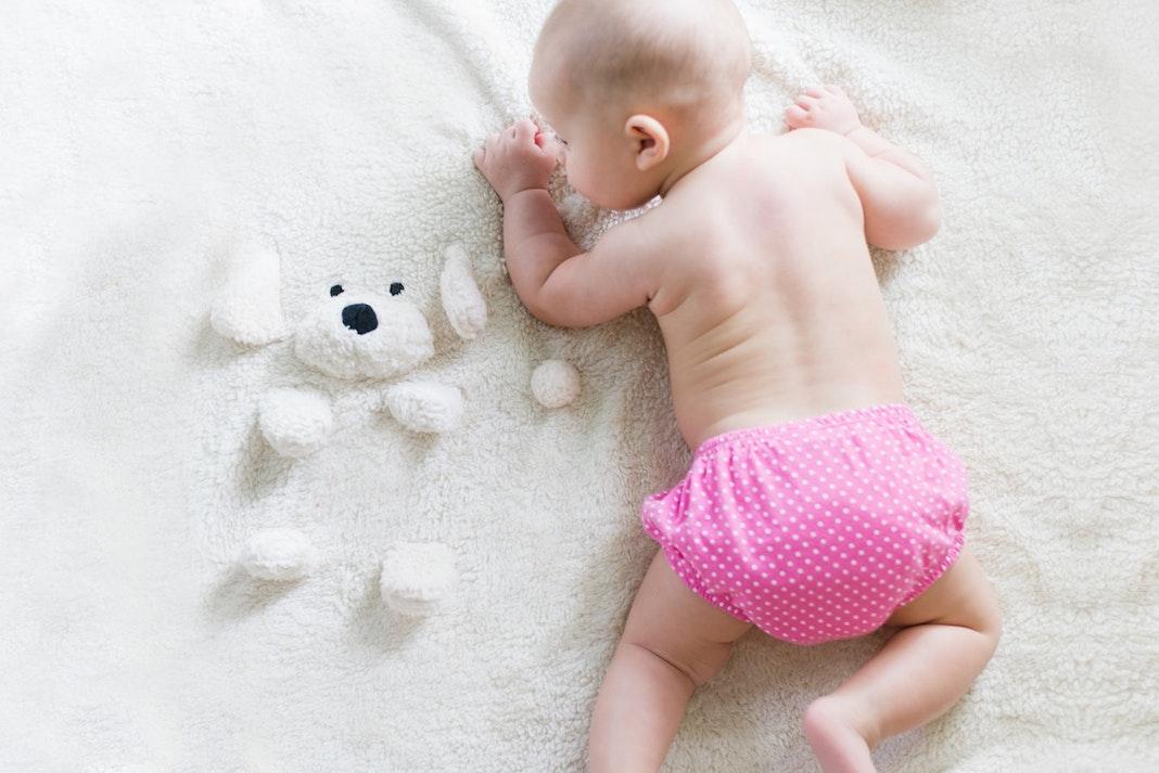 Kad beba počinje da hoda: Prvi koraci i šta treba znati prije nego što dijete prohoda