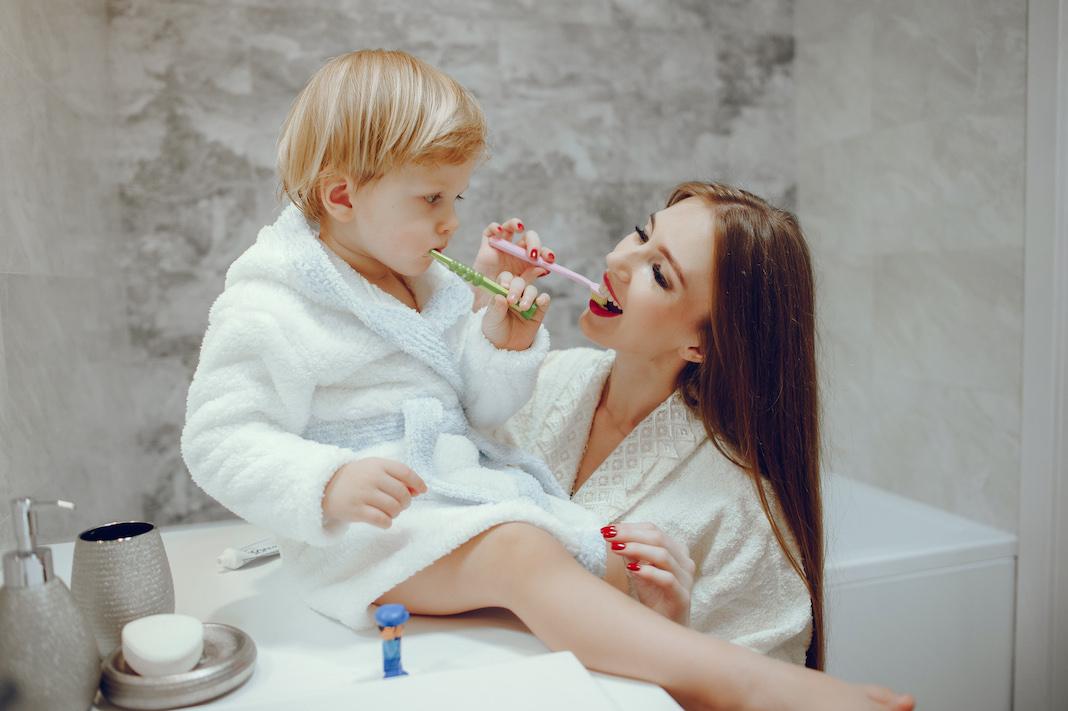 zasto-se-zubi-kvare-karijes-na-mlijecnim-zubima-kod-djece-i-malih-beba-mamaklik.jpeg