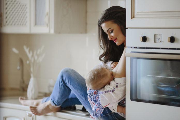 Podrška-partnera-Kako-tate-mogu-pomoći-mamama-koje-doje-svoju-bebu-mamaklik.jpg