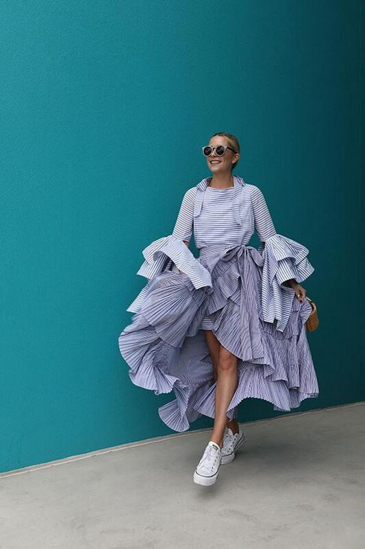 haljina-na-patike-kako-kombinovati-haljinu-i-tenisice-mamaklik.jpeg
