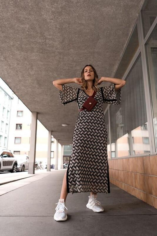 haljina-na-patike-kako-kombinovati-haljinu-sa-patikama-mamaklik-2.jpeg