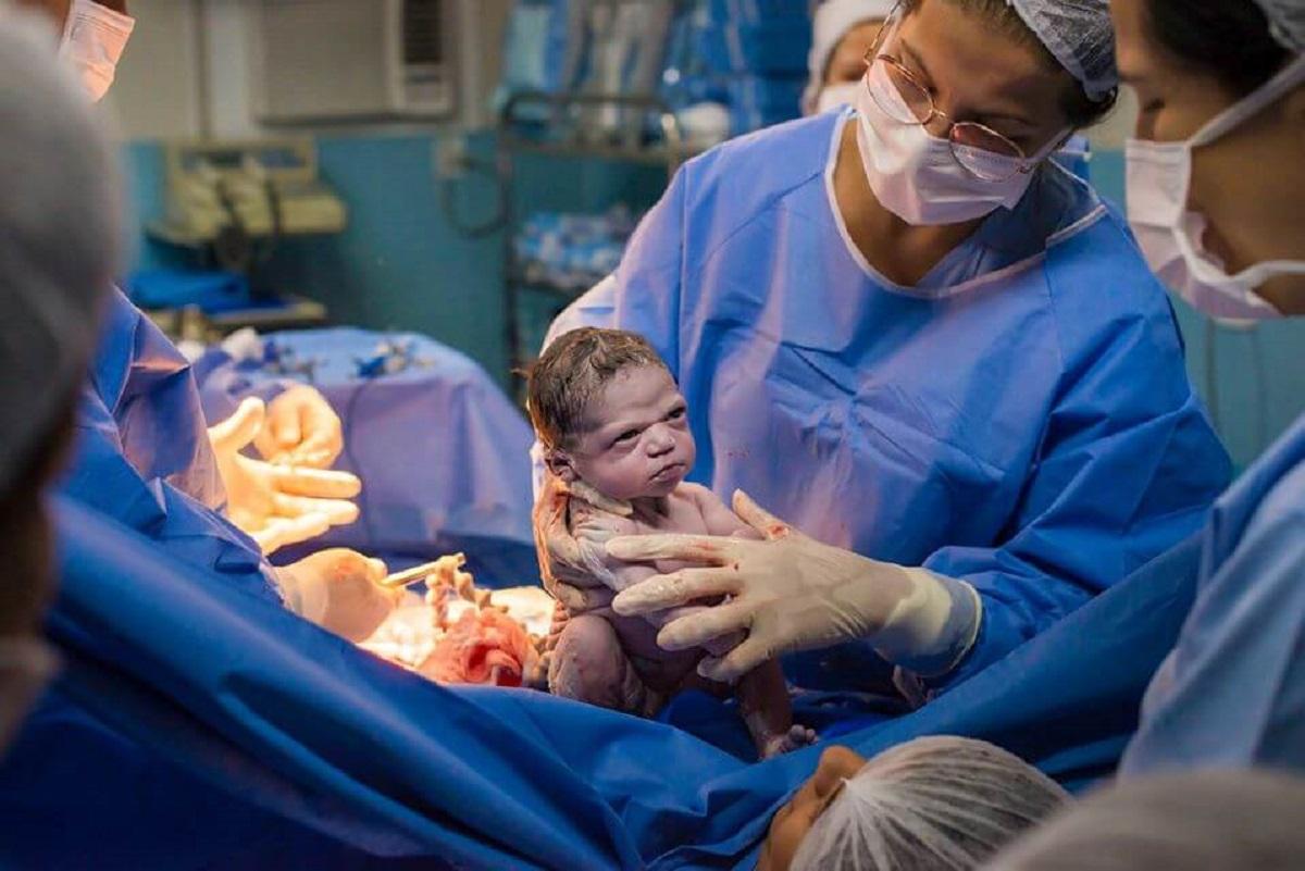 https://www.mamaklik.com/2020/02/25/korona-virus-i-djeca-prevencija-zastita-simptimi-zasto-je-malo-registrovanih-slucajeva-oboljenja-od-koronavirusa-kod-djece/