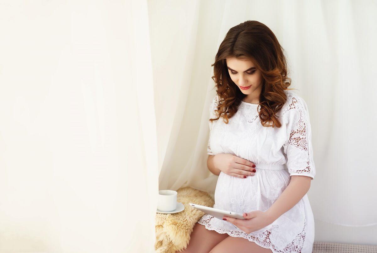 Trudnoća-i-porođaj-Besplatni-priručnik-za-trudnice-o-drugom-stanju-porodu-i-prvim-danima-s-bebom-mamaklik.jpg