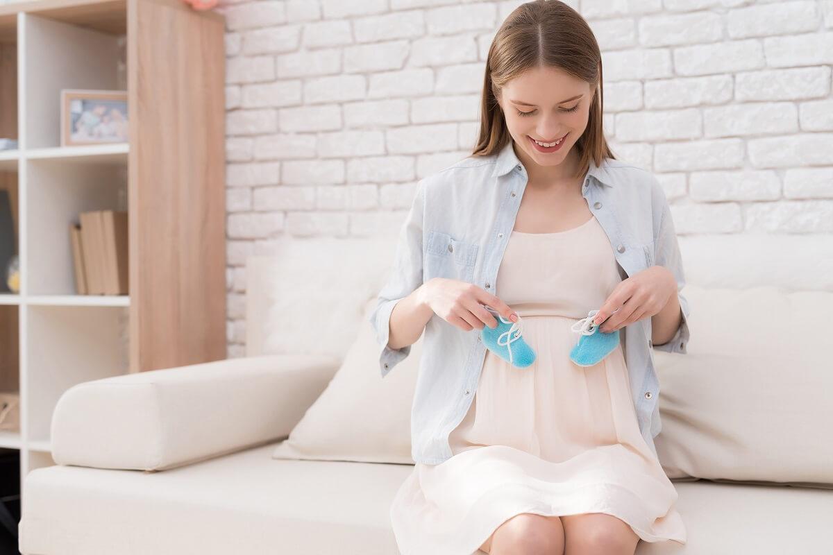 Trudnoća-i-porođaj-Besplatni-priručnik-za-trudnice-o-drugom-stanju-porodu-i-prvim-danima-s-bebom.jpg