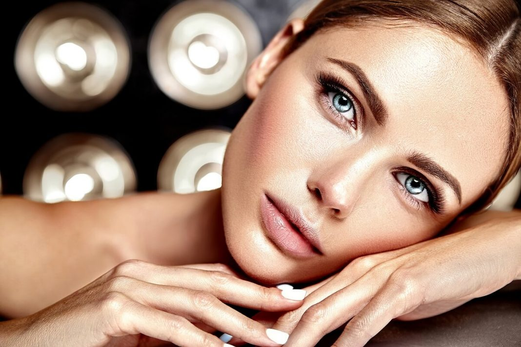 Bio-oil-BiH-Univerzalna-prirodna-njega-lica-i-tijela-za-blistav-ten-i-elastičnu-kožu-mamaklik-1.jpg