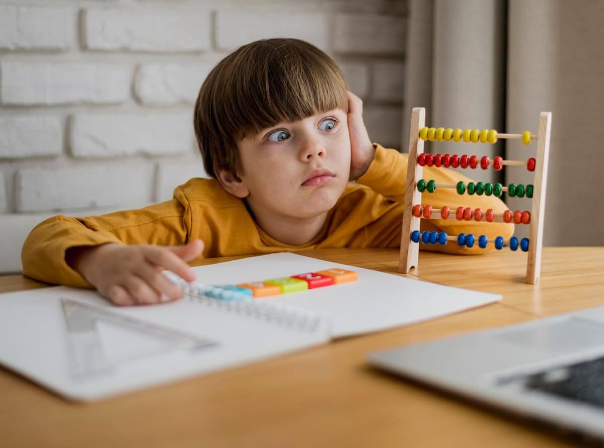 SPECIFIČNE-SMETNJE-U-UČENJU-dete-ima-poteškoće-sa-učenjem-mamaklik.jpg