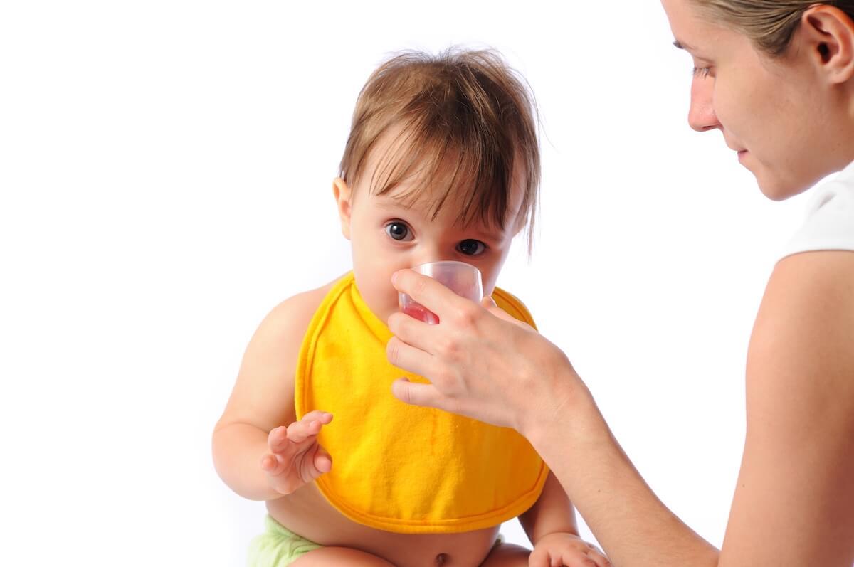 da-li-je-beba-žedna-kad-je-vrućina-i-kada-joj-dati-vodu-mamaklik-savjeti.jpg