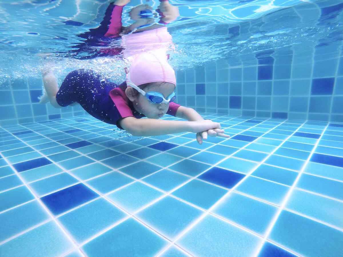 kupanje-djece-u-bazenima-i-opasnosti-o-kojima-treba-voditi-računa-mamaklik.jpg