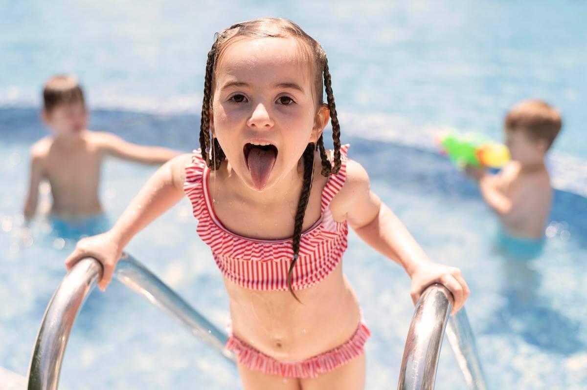 kupanje-djece-u-bazenima-7opasnosti-mamaklik.jpg
