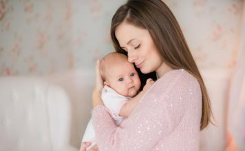 kako pravilno držati bebu mamaklik