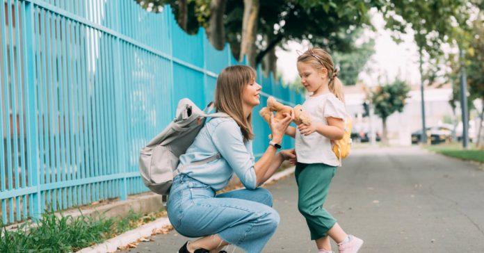 Prvi dan škole: Mamin vodič za preživljavanje